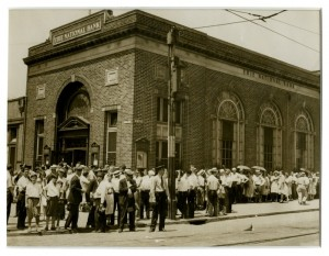 Dark Days: A 1931 run on the Erie National Bank in North Philadelphia. (Photo: Philadelphia Encyclopedia)